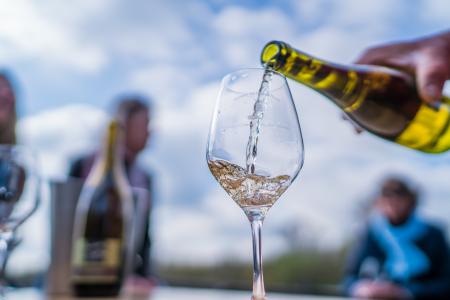 Instant de convivialité avec les vins du Val de Loire