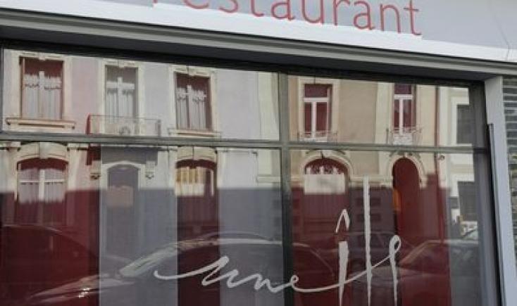 Une Ile Restaurant Gastronomique  Rue Max Richard  Angers